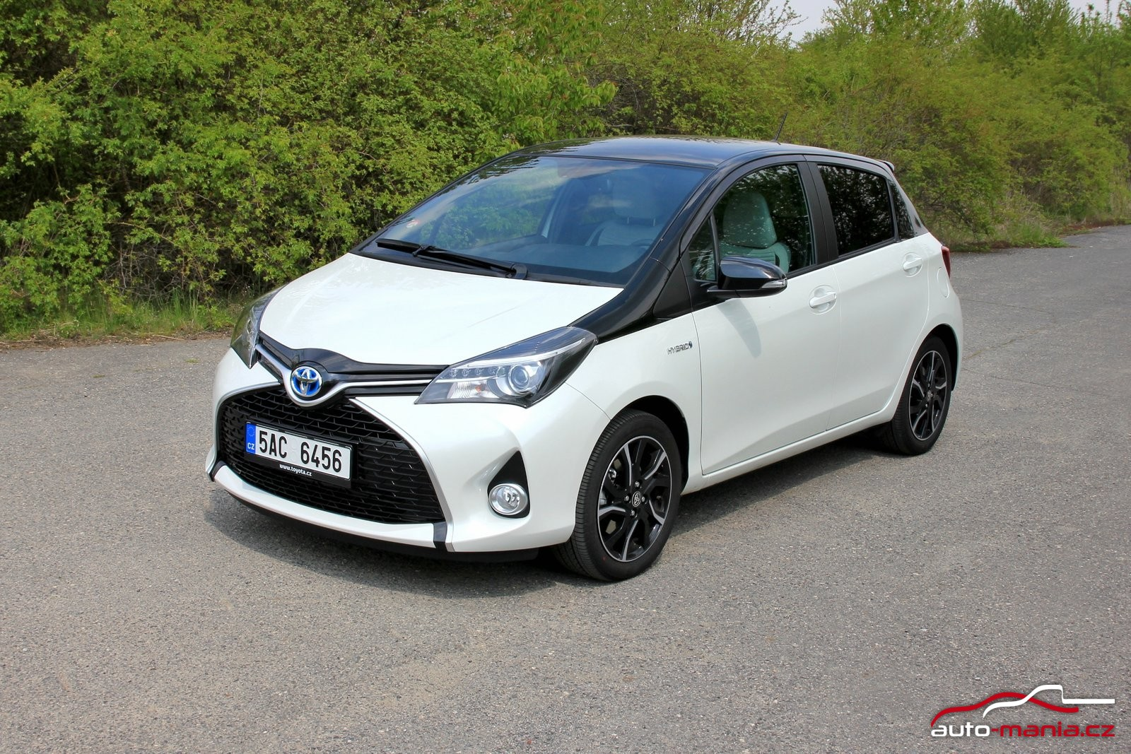 test toyota yaris hybrid at