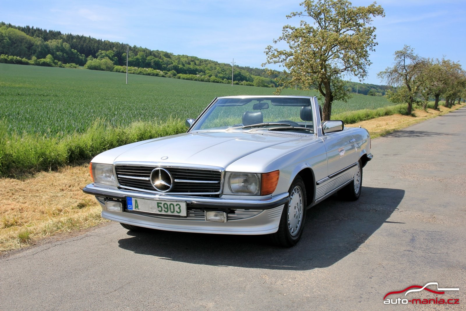 za volantem mercedes benz 280 sl cabrio r107 at. Black Bedroom Furniture Sets. Home Design Ideas