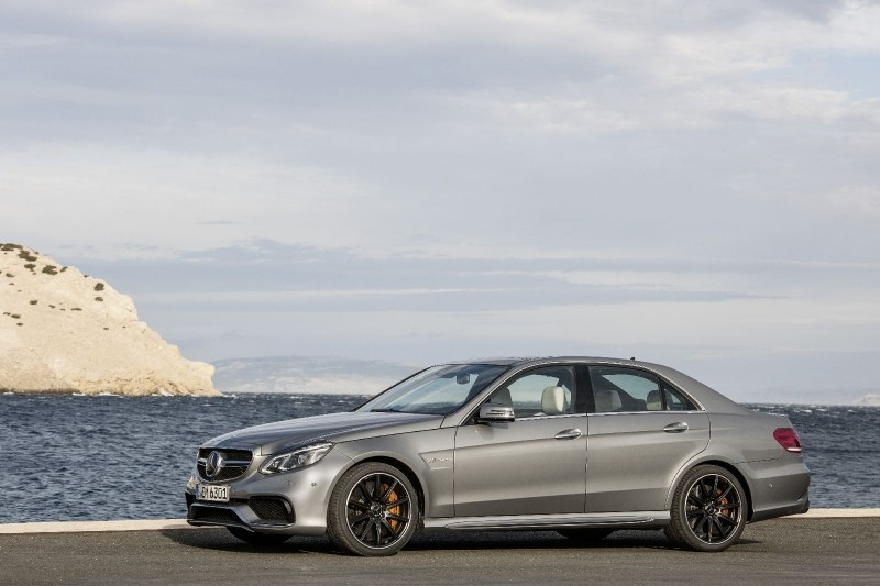 15. Mercedes-Benz E 63 AMG S Driver's Pack - 300 km/h