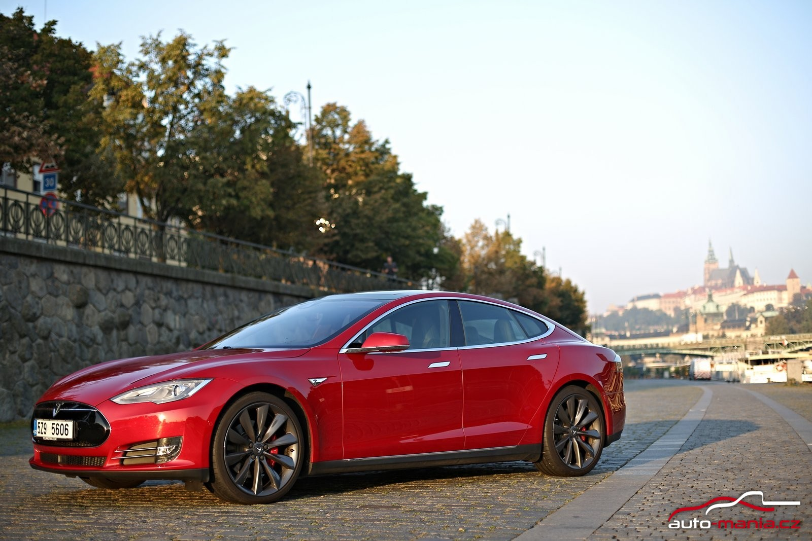 test elektromobilu tesla model s p90d. Black Bedroom Furniture Sets. Home Design Ideas