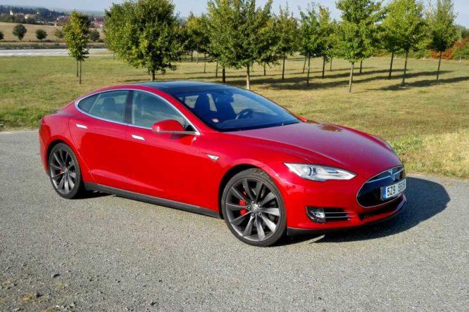 Americké úřady ukončily vyšetřování tragické nehody Tesly Model S