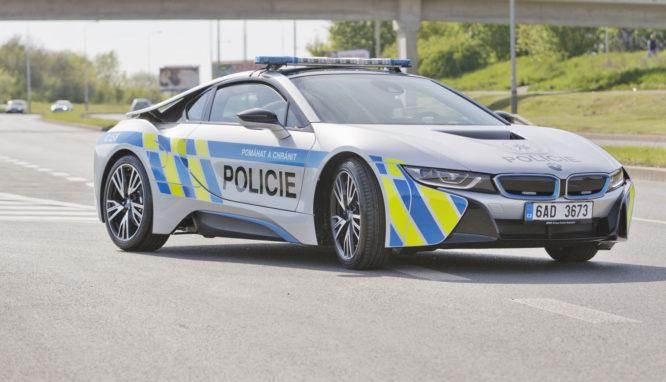 Policie ČR bude jezdit i v plug-in hybridním BMW i8