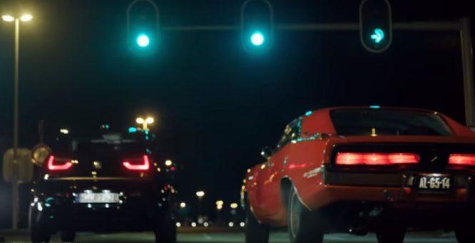 BMW i3 na sprintu proti klasickému Dodge Charger: jak tohle dopadne? – video
