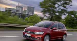 2018-Volkswagen-Golf-Sportsvan-01