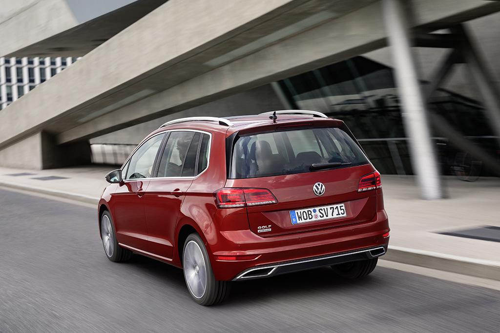 2018-Volkswagen-Golf-Sportsvan-03