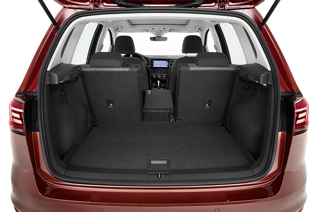2018-Volkswagen-Golf-Sportsvan-04