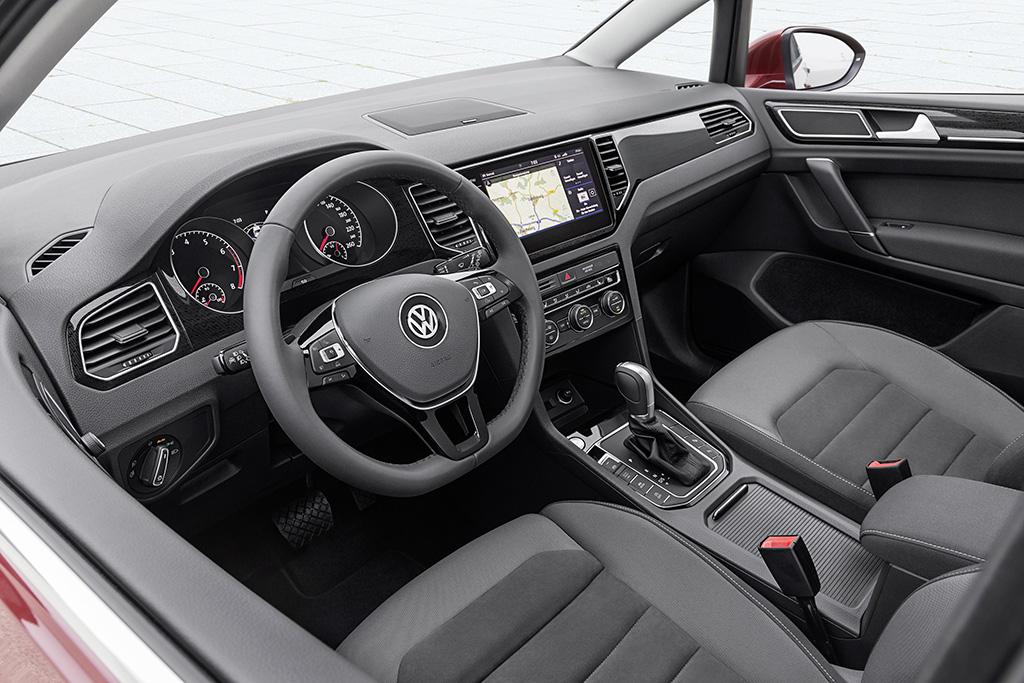2018-Volkswagen-Golf-Sportsvan-05