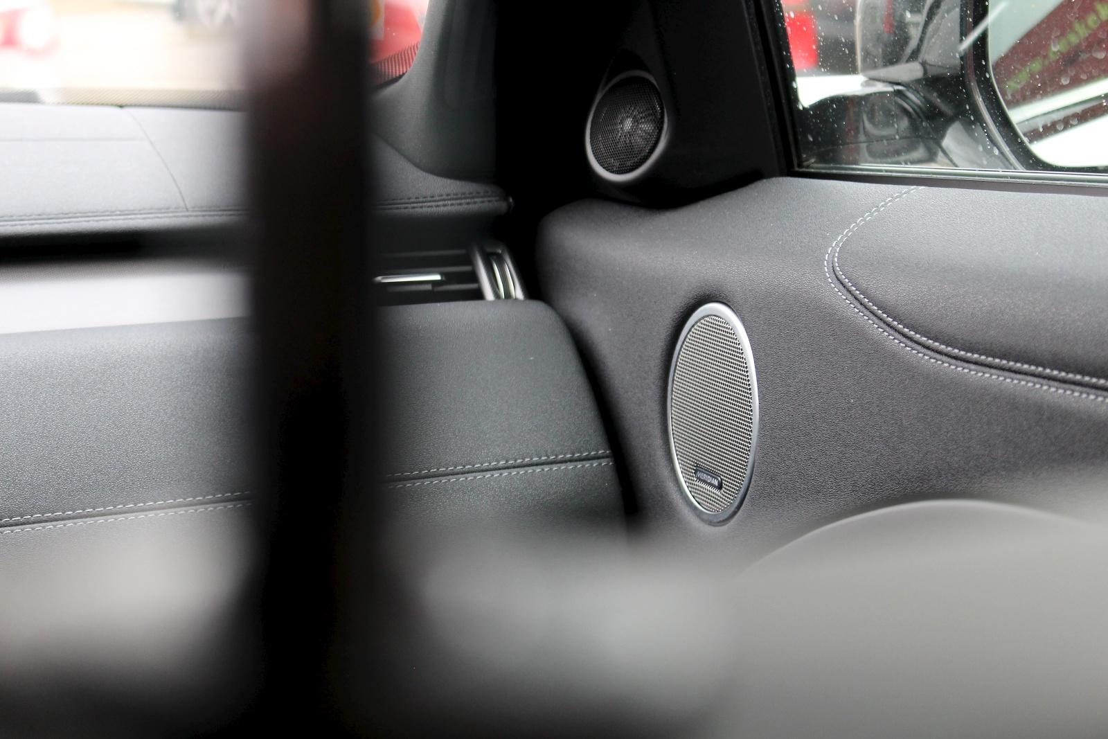 test range rover evoque si4 32 auto. Black Bedroom Furniture Sets. Home Design Ideas