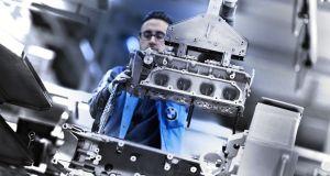 BMW-M850i-xdrive-m-performance-motor-v8-44litru
