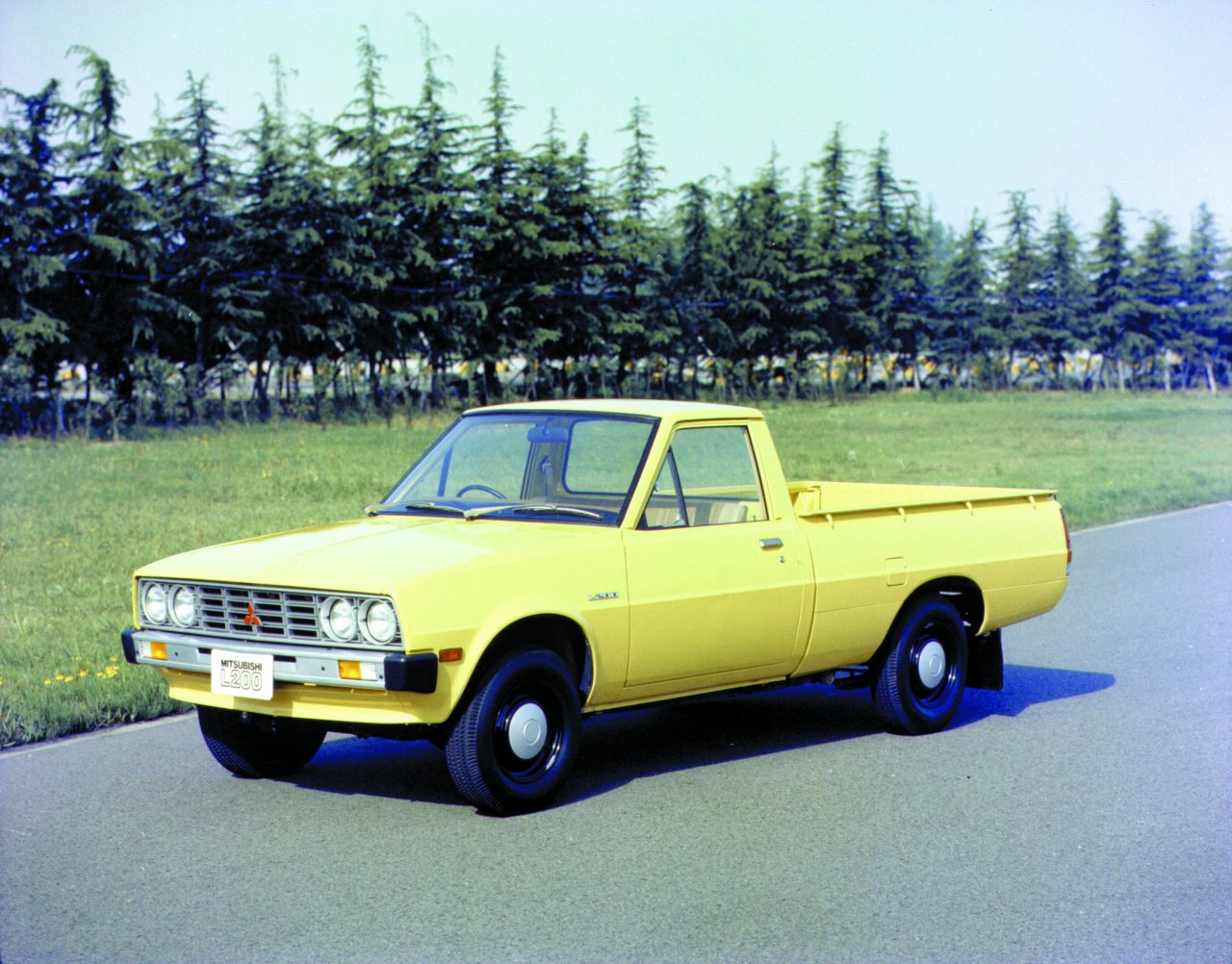 1generace_pickup_Mitsubishi