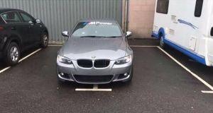 BMW-parkovani-pres-dve-mista-1