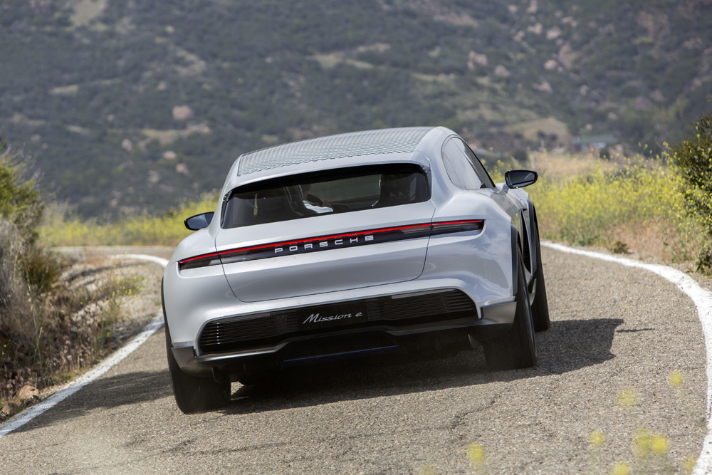 Porsche-Mission-E-Cross-Turismo-02