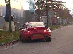 porsche 911 turbo nehoda obrubnik