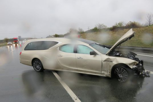 pohrebni-maserati-quattroporte-nehoda