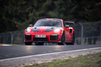 Porsche-911-GT2-RS-MR-rekord-nurburgring- (3)