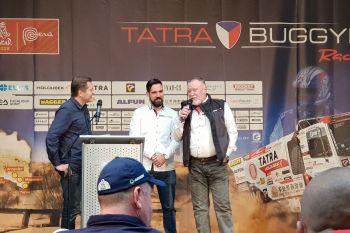 Moderátor Martin Pouva, manažer týmu Tatra Buggyra Racing Jan Kalivoda a česká dakarská legenda Josef Kalina