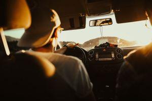 Přehled pěti nejnebezpečnějších písní do auta. Posloucháte je také?