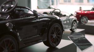 Mercedes-Benz si vychovává novou generaci zákazníků. Otevřel showroom jen pro děti