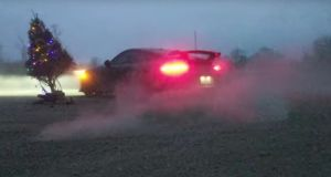 porsche-911-gt3-vanocni-stromecek-video