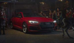 Santa Claus se stal hipsterem s vyposilovaným tělem a jezdí v Audi RS 5