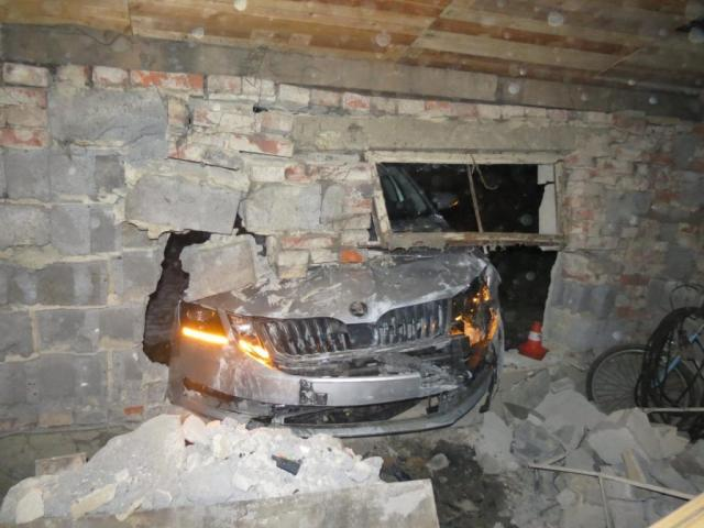 2019-01-nehoda-skoda-octavia-do-garaze- (3)