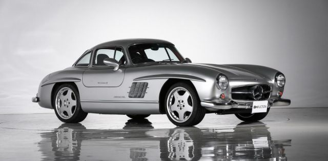 Mercedes-Benz-300-SL-Gullwing-AMG