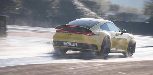 Porsche-911-992-Wet-Mode- (2)