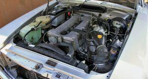 mercedes-benz-R107-280-SL-Cabrio-motor