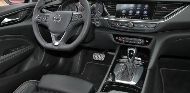 test-2018-Opel-Insignia-GSi-Grand-Sport-20-CDTI-8A-4x4- (32)