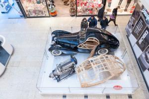 Bugatti slaví letos 110 let od svého vzniku a Galerie Vaňkovka se stala  první zastávkou putovní výstavy historických skvostů této původem italské  značky. e57a7f711f
