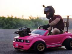 Barbie-Ford-Mustang-novy-motor-z-motorky