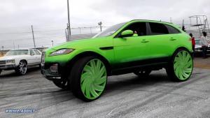 """""""DONK Style"""" Jaguar F-Pace: dostal 32″ kola a zářivý lak"""