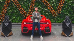 Co je hlasitější? Ferrari F12tdf nebo reprosoustava za miliony?