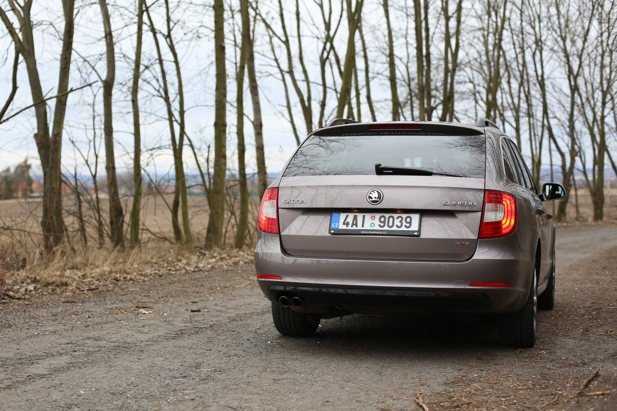 test-ojetiny-2014-skoda-superb-combi-20-tdi-103-kw-4x4-6MT- (8)