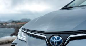 2019-toyota-corolla-sedan- (10)