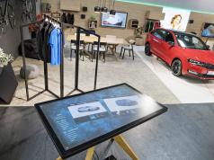 Skoda-prvni-digitalni-showroom-Plzen-1