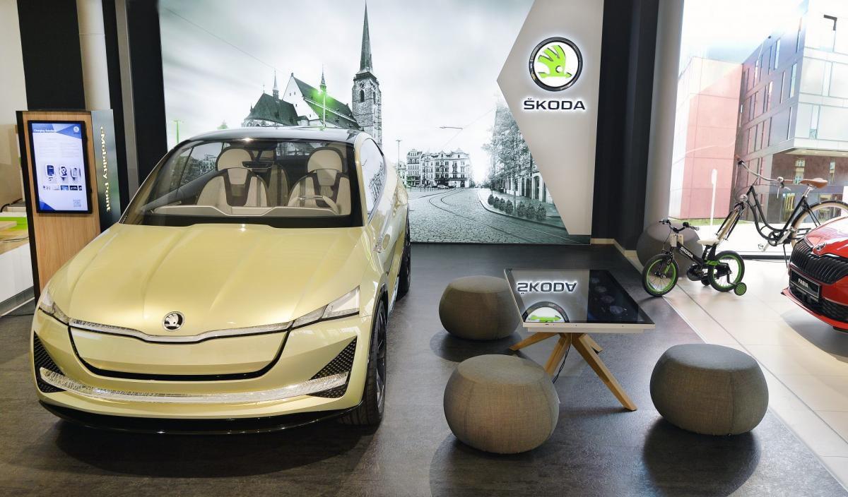 Skoda-prvni-digitalni-showroom-Plzen-2