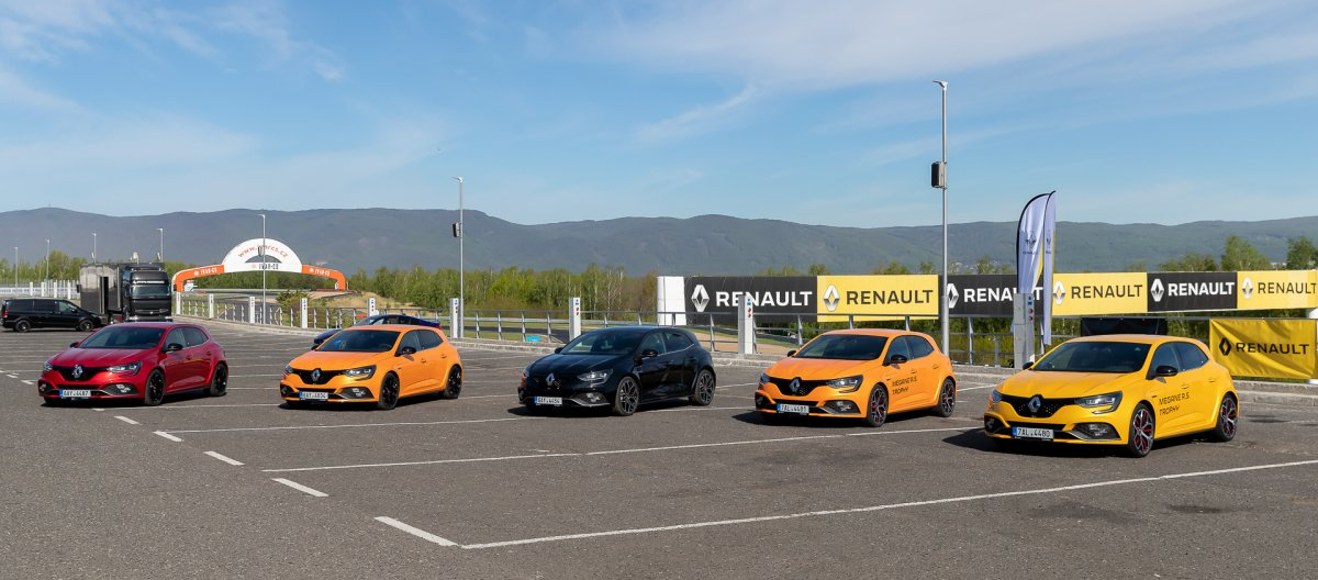 prvni-jizda-2019-renault-megane-rs-trophy-autodrom-most- (1)