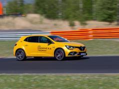 prvni-jizda-2019-renault-megane-rs-trophy-autodrom-most- (10)