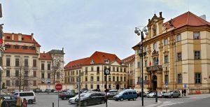 Praha 1 výrazně omezí vjezd aut na některá místa. Upraví i parkovací zóny