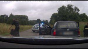Zfetovaný řidič ujížděl policii. Zastavily ho až výstřely
