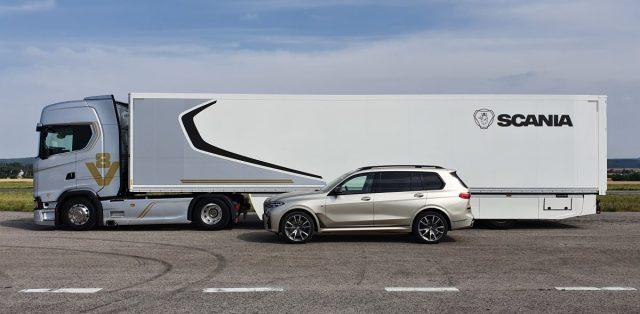 prvni-jizda-scania-s-650-v8-a-BMW-X7-3