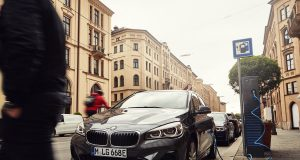 2019- BMW-225xe-Active-Tourer- (2)