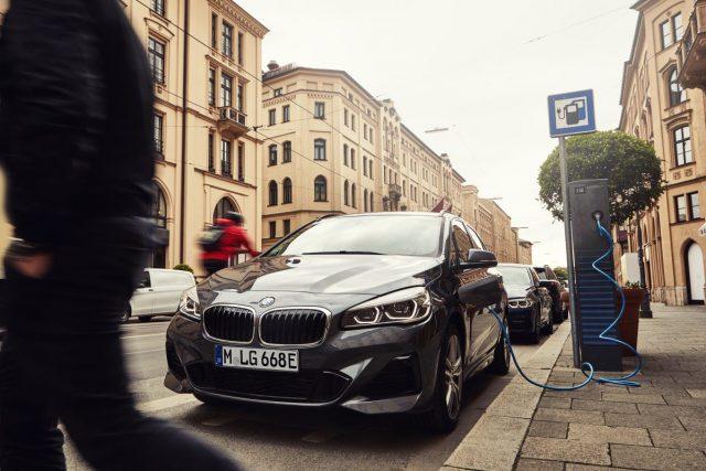 2019- BMW-225xe-Active-Tourer- (2)