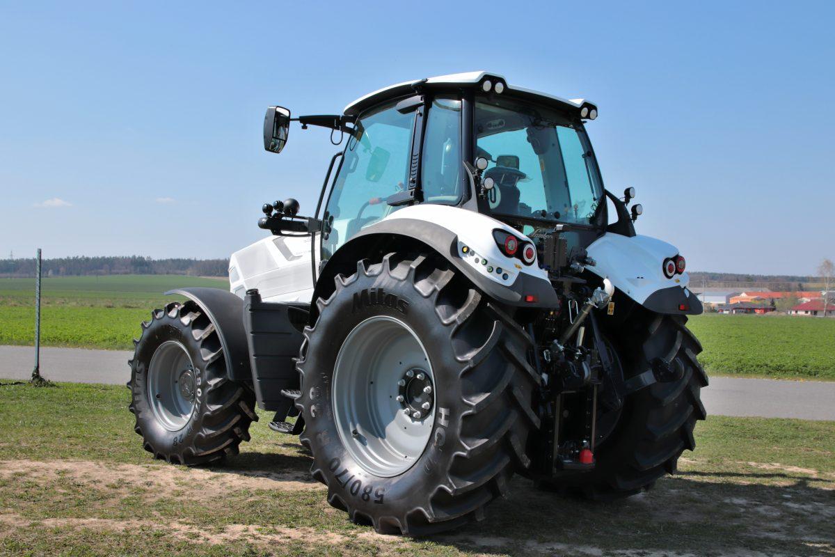 prvni-jizda-traktor-Lamborghini-Spark-165-RC-Shift- (5)