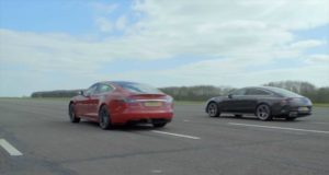 zavod-ve-sprintu-tesla-model-s-vs-mercedes-amg-gt-63-4dverove-kupe-video