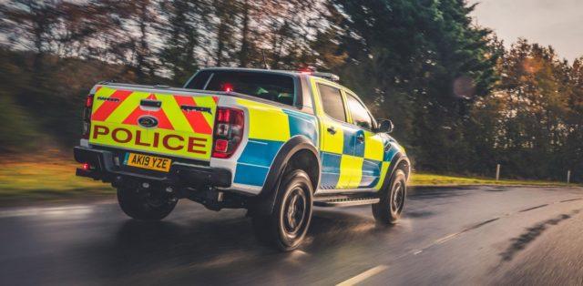 policie-velka-britanie-ford-focus-st-combi-a-ford-ranger-raptor- (12)