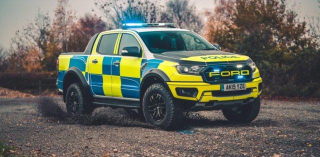 policie-velka-britanie-ford-focus-st-combi-a-ford-ranger-raptor- (13)