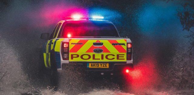 policie-velka-britanie-ford-focus-st-combi-a-ford-ranger-raptor- (16)