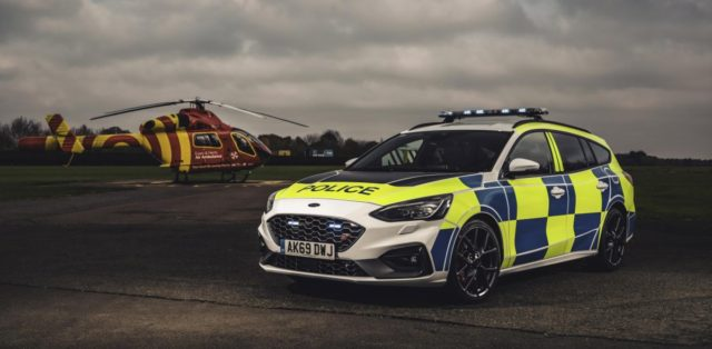 policie-velka-britanie-ford-focus-st-combi-a-ford-ranger-raptor- (2)